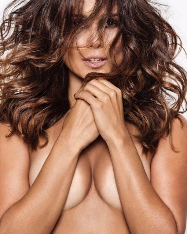 Paula Fernandes posa poderosa de topless