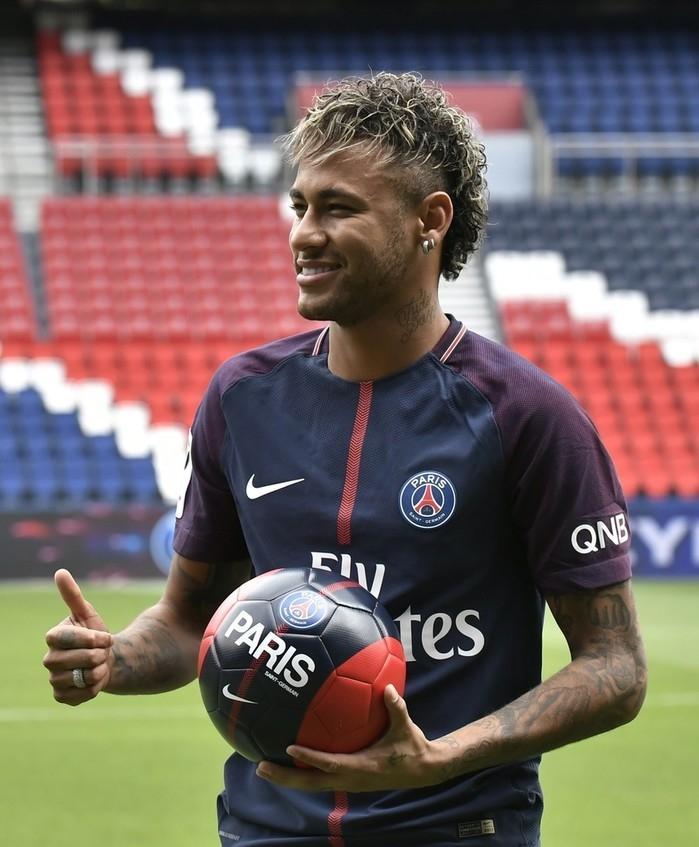 Neymar em sua apresentação no PSG nesta sexta (Crédito: Reprodução)