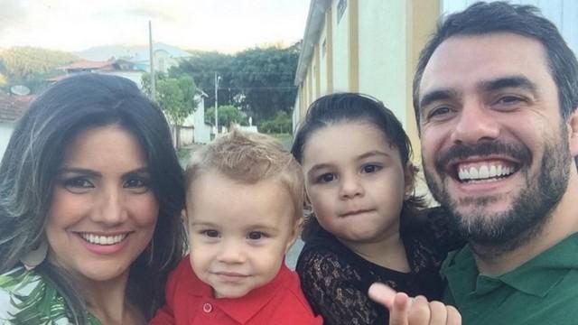 """Ex-BBBs anunciam gravidez de gêmeos: """"muita felicidade"""""""