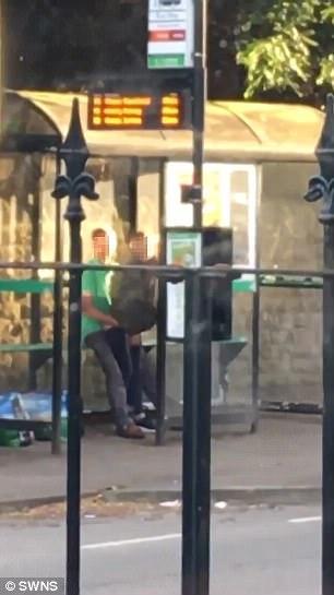 Casal filmado fazendo sexo na parada de ônibus é preso
