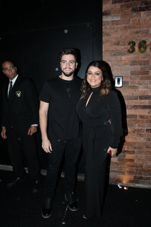 Bruna Marquezine recebe famoso em festa de aniversário (Crédito: AG News)