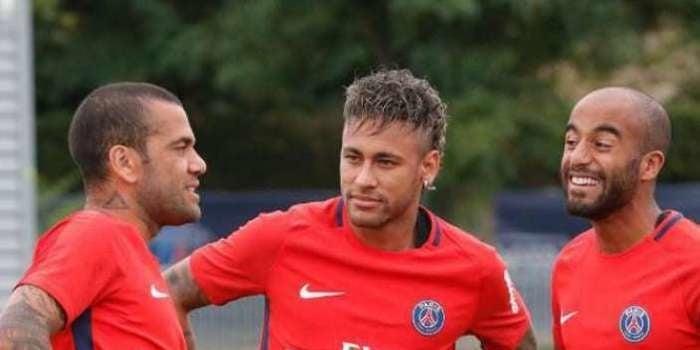 "Daniel Alves surpreende: ""Neymar quem me indicou no PSG"""