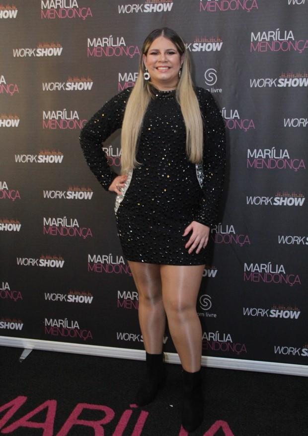 Bruna Marquezine vai a show sertanejo após festa de aniversário