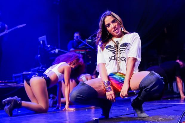 Anitta e Cláudia Leitte arrasam durante show em Salvador (Crédito: Brazil News)