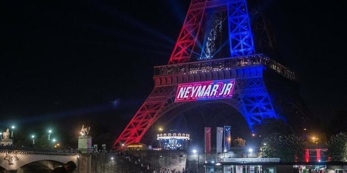 Neymar é recebido como rei e vira febre instantânea em Paris