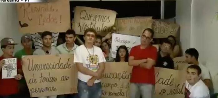 Estudantes protestam contra a não abertura de novas vagas no curso de Educação do Campo (Crédito: Reprodução)