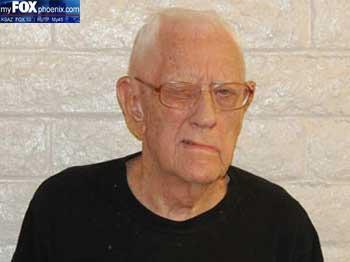 Homem de 94 anos é preso por 'sexo' com aspirador de pó