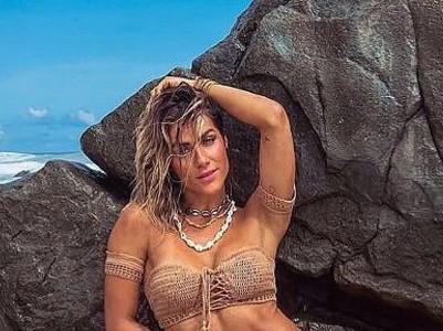 Giovanna Ewbank exibe barriga trincada em Fernando de Noronha