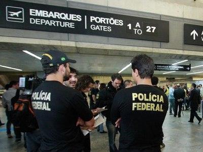 Casal é expulso de avião após questionar com comissário de bordo