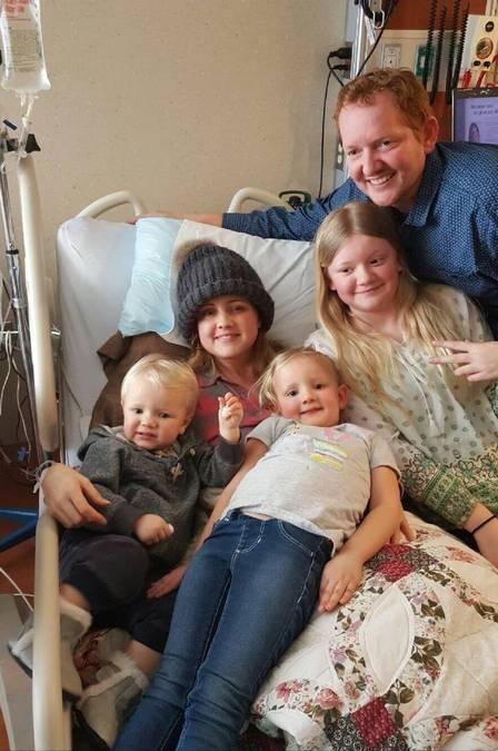 Carrie DeKlyen com o marido, Nick, e três dos seus filhos (Crédito: Reprodução)