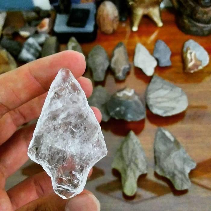 Ponta de flecha. Artefato arqueológico indicador de sociedades caçadoras.  (Crédito: Divulgação)