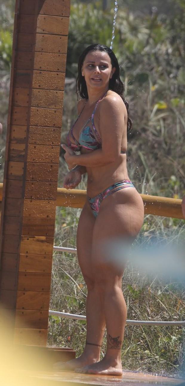 Viviane Araújo curte praia carioca  (Crédito: Agnews)