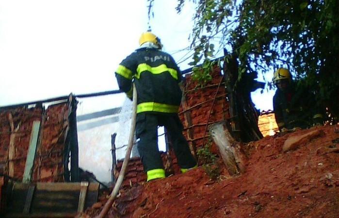 Corpo de Bombeiros foi acionado (Crédito: Divulgação)