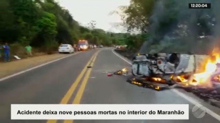 Imagens mostram veículos em chamas após acidente na BR-222  (Crédito: Rede Meio Norte)