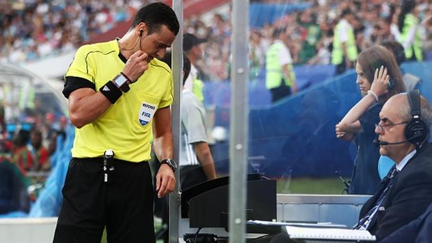 Árbitro de vídeo foi utilizado na Copa das Confederações da Rússia (Crédito: Getty)