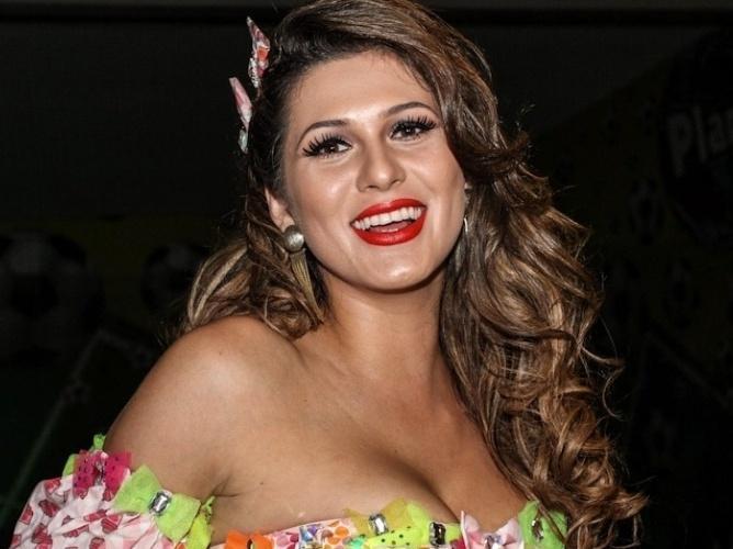 Lívia Andrade mostra corpão ao postar foto de biquíni na web