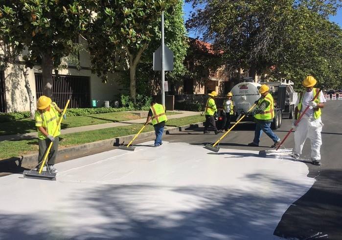 Ruas estão sendo pintadas de branco (Crédito: Reprodução)
