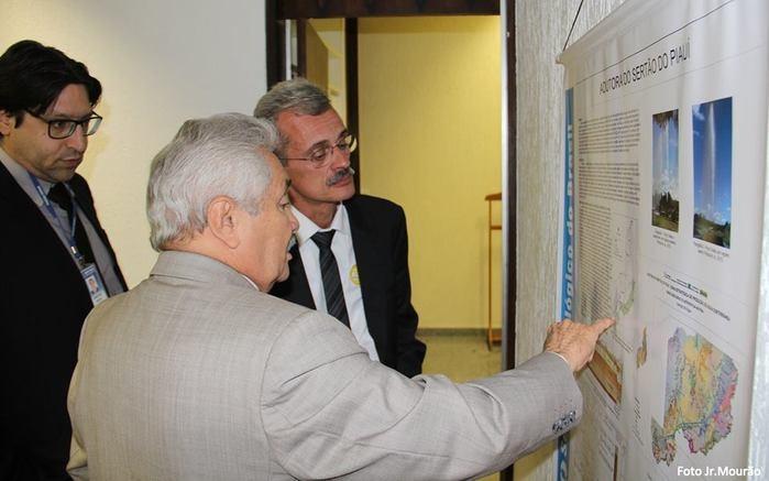 Elmano Férrer esteve com diretor geral Ângelo Guerra (Crédito: Jr. Mourão)