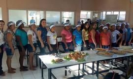 Merendeiras  participam de curso de gastronomia de peixe