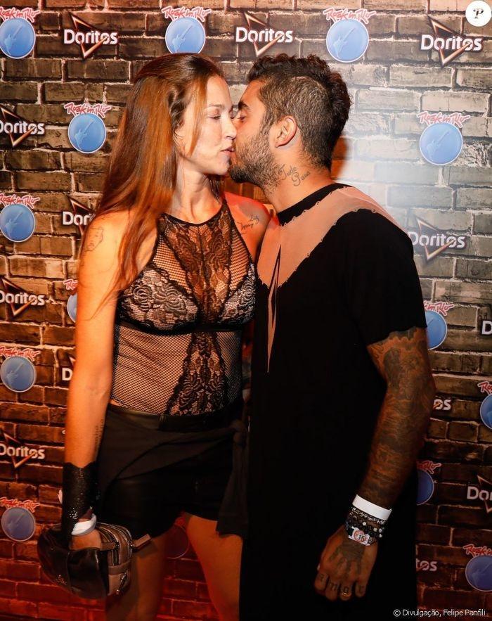 Luana Piovani beija o marido (Crédito: Agência News)