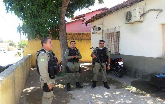 Adolescentes fazem arrastão em chácara de oficial da polícia  (Crédito: Rerprodução)