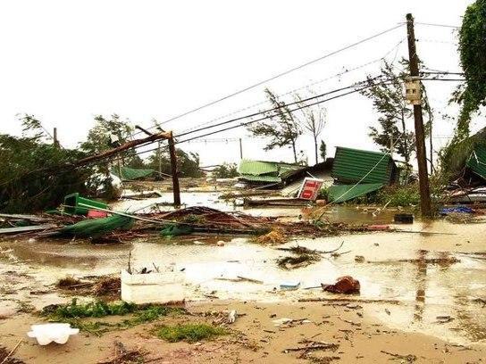 Tufão deixa 3 pessoas mortas e 100 mil casas danificadas no Vietnã