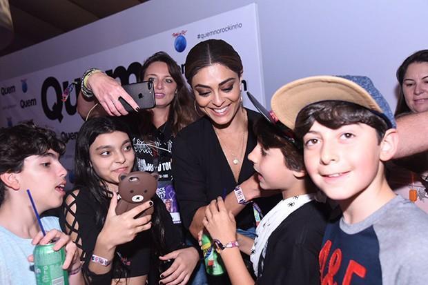 Juliana Paes é cercada por fãs mirins ao chegar na cidade do Rock (Crédito: Renato Wrobel)