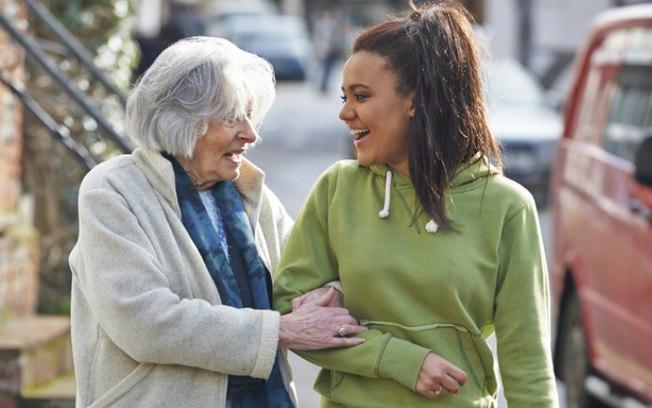 Generosidade pode ser o verdadeiro caminho para a felicidade  (Crédito: Shutterstock  )