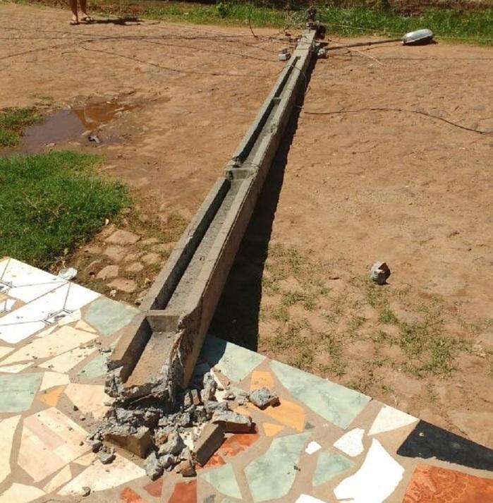 Vendaval derruba poste e arranca telhado de residência no Piauí