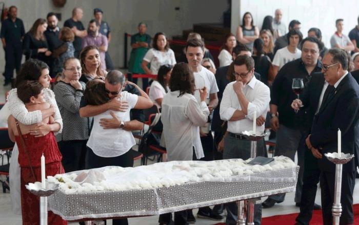 Familiares e amigos se despedem de Marcelo Rezende em velório na Assembleia Legislativa de São Paulo  (Crédito: EONARDO BENASSATTO/FRAMEPHOTO/ESTADÃO CONTEÚDO)