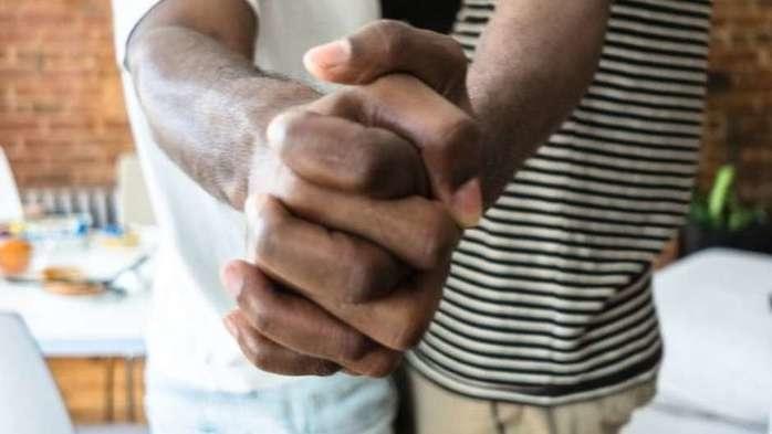 Casal homossexual (Crédito: BBCBrasil)
