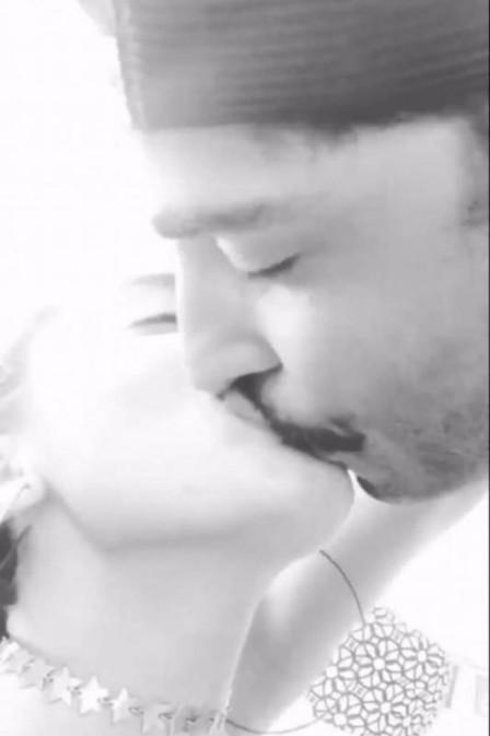 Anitta posta foto beijando namorado e apaga segundos depois (Crédito: Reprodução/Instagram)