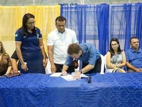 Prefeito Junior Bill assina Projeto Mirim Cidadão para São Pedro do