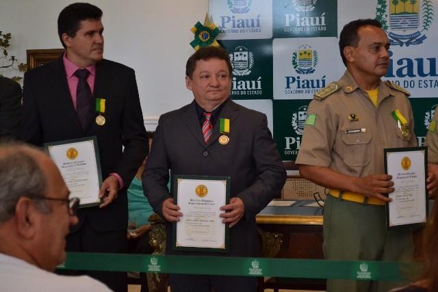 Gilberto Albuquerque ganhou medalha do Mérito de Educação no Trânsito (Crédito: Portalpmt)