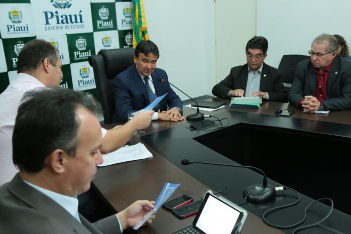 Wellington Dias em reunião sobre oprojeto Divino Leite (Crédito: Divulgação)