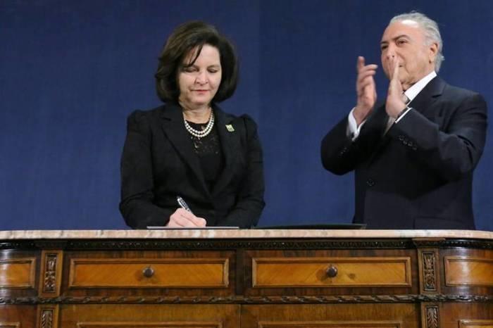 Raquel Dodge toma posse ao lado do presidente Michel Temer (Crédito: Twitter)