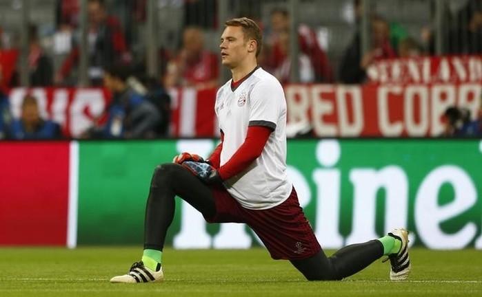 Neuer só voltará aos gramados em janeiro, de acordo com diretor-executivo do Bayern (Crédito: Reuters)