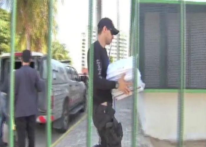 Agentes cumprem mandados de bsuca a apreensão (Crédito: TV Verdes Mares)