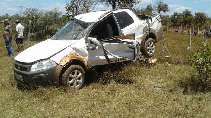 Veículo ficou parcialmente destruído (Crédito: A Grande Barras)