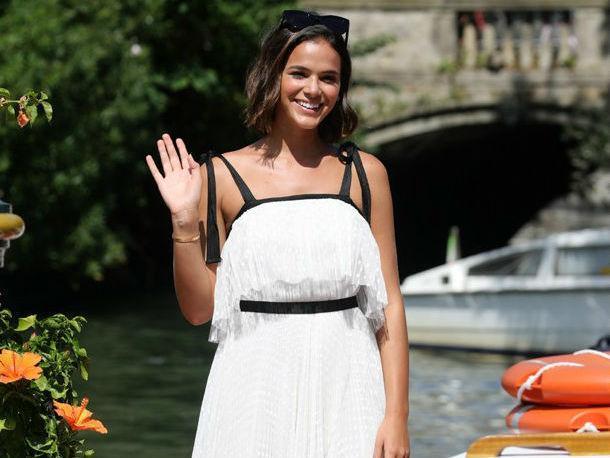 Bruna Marquezine chega à Veneza após férias na Grécia