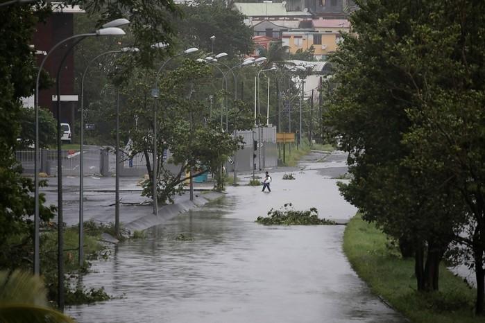 Após atingir ilha de Dominica, Furacão Maria é reduzido à categoria 4 e avança para Porto Rico (Crédito: Reprodução/G1)