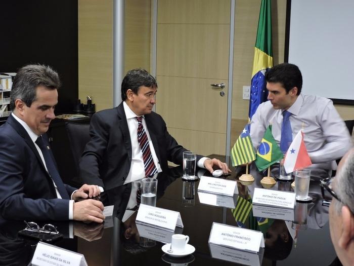 Governador Wellington Dias, com o senador Ciro Nogueira, em reunião com o ministro (Crédito: Reprodução)