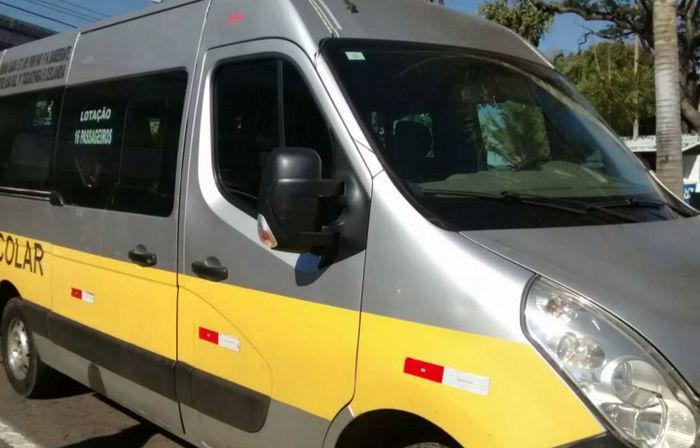 Motorista deixa criança de 4 anos trancada em van escolar (Crédito: Reprodução)