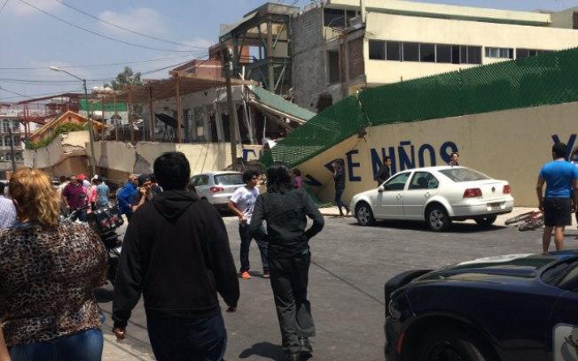 Escola desaba com terremoto e deixa mais de 30 crianças mortas