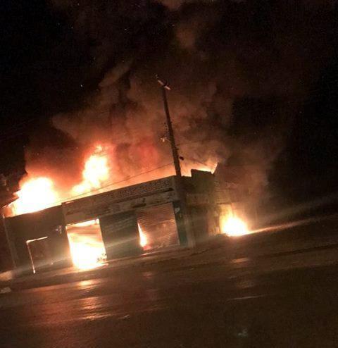 Loja de construção é atingida por incêndio (Crédito: Fmimperial)