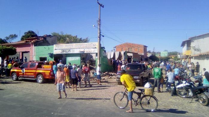 Incêndio destrói loja de construção (Crédito: Fmimperial)