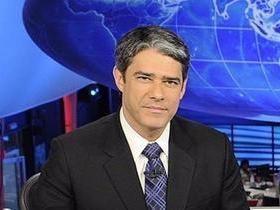 Bonner usa cadeira de rodas e tem ajuda de Bombeiros na Globo