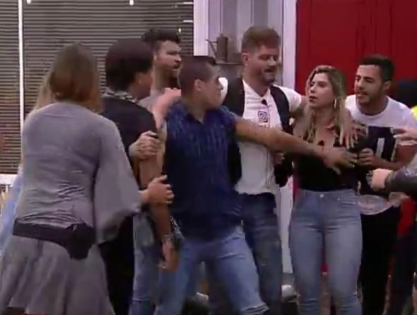 """Fábio Arruda briga Minerato: """"Você é uma macaca, uma marginal"""" (Crédito: Reprodução)"""