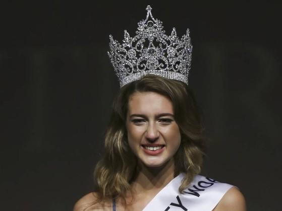 Miss Turquia perde título após tuíte sobre mortos em golpe no país
