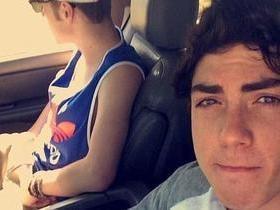 Jovem bêbado bate carro e abandona namorada gravemente ferida